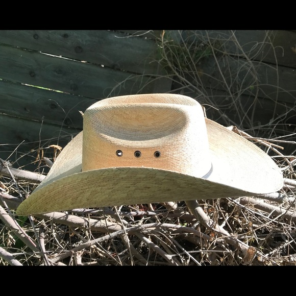be7bebf40befd Atwood Other - Atwood Hereford straw cowboy hat. Similar to ARIAT